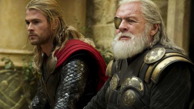 """Chris Hemsworth wfilmie """"Thor. Mroczny świat"""". Reżyseria Alan Taylor, scenariusz Christopher Yost, Christopher  Markus iStephen McFeely. Dystrybucja Disney.© foto: Marvel."""