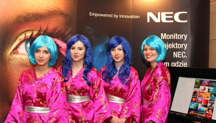 Manga Girls z wizytą u NECa