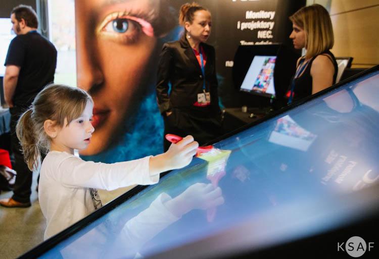 NEC i monitor dotykowy z technologią ShadowSense